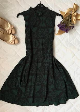 Платье изумрудного цвета в орнамент topshop