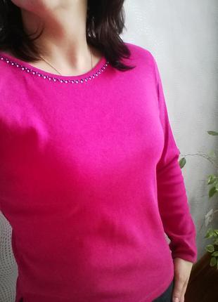 Розовий свитер
