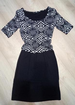 Платье в орнамент с напускным верхом f&f