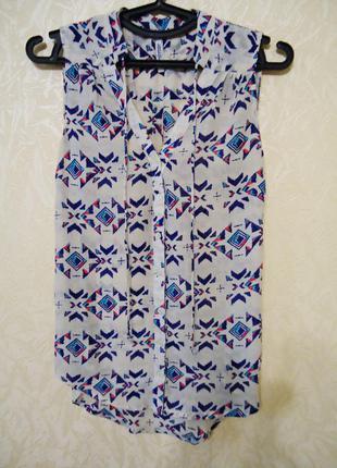 Трендовая блуза в геометрический принт