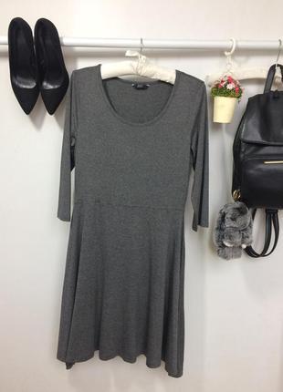 Стильное трикотажное платье с рукавом три четверти