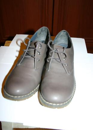 Туфли женские низкий ход на шнурках stradivarius