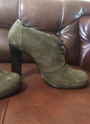 Стильные ботинки на шнурках