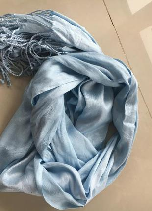 Нежно голубой шарф платок