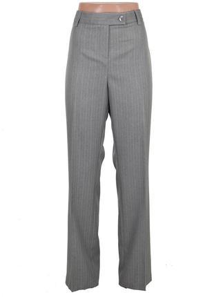Серые классические брюки в полоску