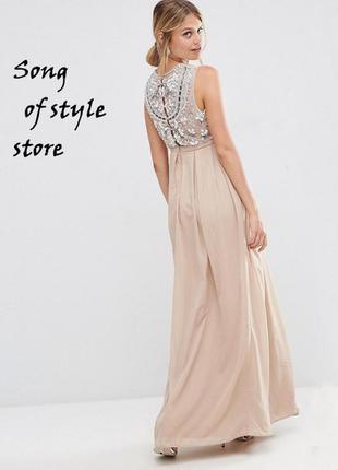 Платье макси с декоративной отделкой на спине