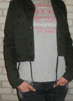Укороченная куртка жакет цвета милитари forever 21