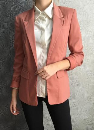Деловой весенний костюм персиковый цвет пиджак и юбка