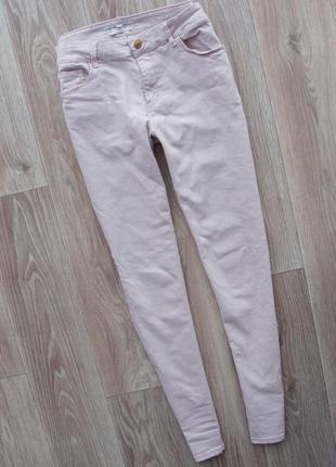 Стильные пудровые нежно-розовые джинсы скинни брюки штаны mango