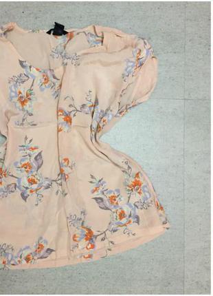 Блуза в квітковий орнамент
