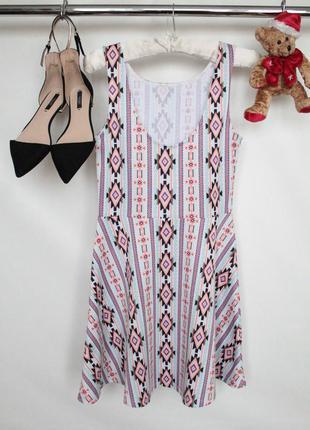 Трендовое платье расклешенное в этно принт без рукавов
