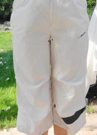 Кремовые бриджи с чёрной полосой и вентиляцией в паху.