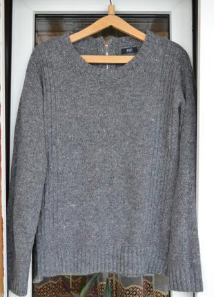 Стильный серый свитер от f&f