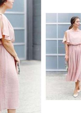 Супер платье с плиссировкой пудрового цвета очень круто смотрится