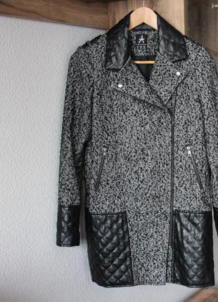 Пальто с кожзам вставками atmosphere