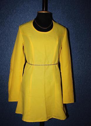 Яркое желтое миди платье
