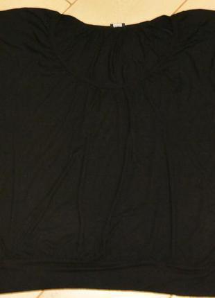 Черная футболка  свободного кроя