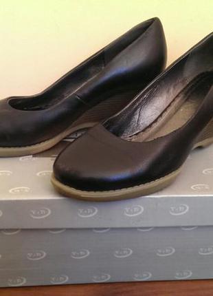 Шкіряні туфлі next
