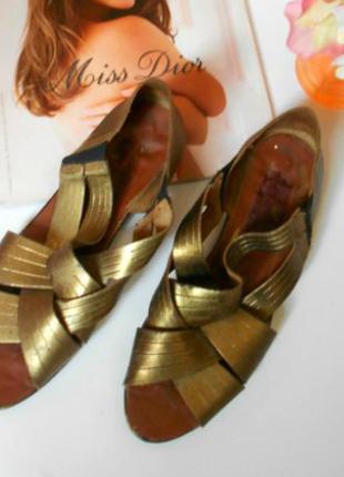 Золотистые босоножки шлепанцы цезари