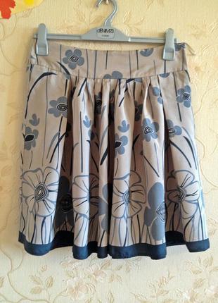 Красивая шелковистая юбка цветочный принт от topshop, складки, клеш