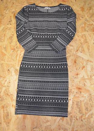 Платье в орнамент