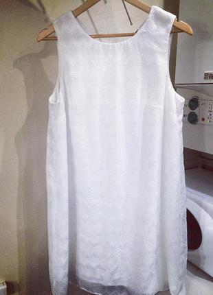 Стильное платье , прямое белое .