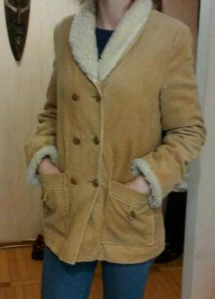 Вельветовая куртка песочного цвета с утеплением