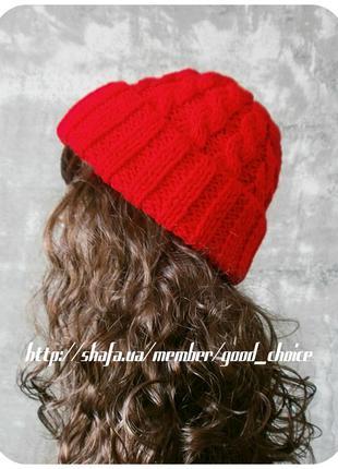Хлопковая шапка с отворотом/с косами алого цвета