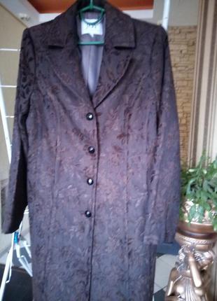 Скидки 70% шикарное, элегантное, просто королевское пальто из вискозного шелка 46 размер