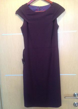 Платье приталеное облегающее