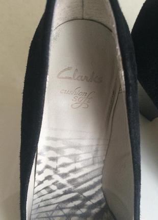 Качественные замшевые туфли clarks 39 размер