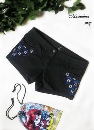 Короткие черные джинсовые шортики с вышивкой h&m