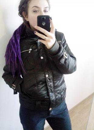 Крута стьогана куртка,трішки утеплена,м-л