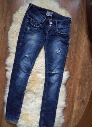 Темно-синие джинсы bershka