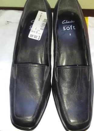 Туфли классика натуральная кожа бренда clarks англия р.40 (евро 7)