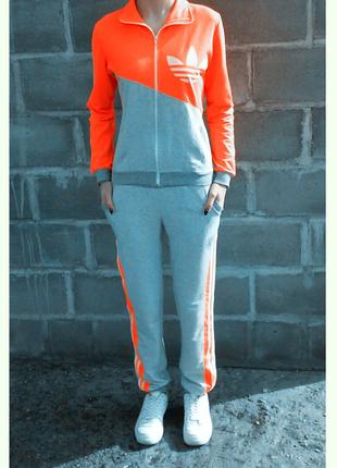 Спортивный костюм adidas | спортивный костюм | серый спортивный костюм