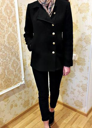 Стильное черное кашемировое пальто от zara