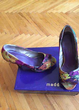 Стильные туфли под летнее платье