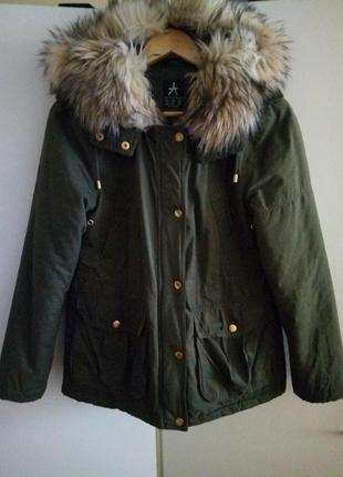 Стильная парка куртка пальто с мехом болотного зеленого цвета хаки от atmosphere m