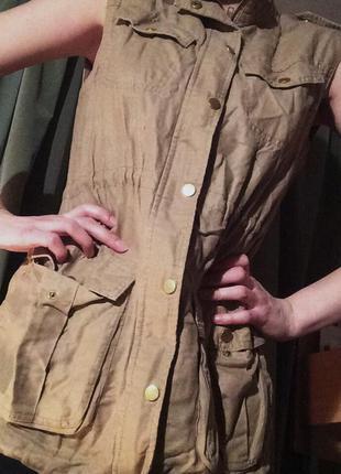 Потрясающая курточка-безрукавка stradivarius