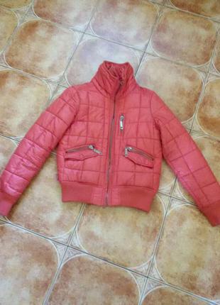 Яркая курточка бренда only
