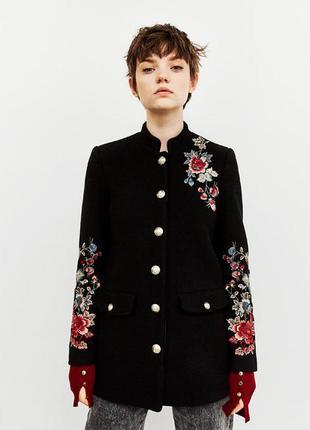 Шерстяное пальто с вышивкой от zara