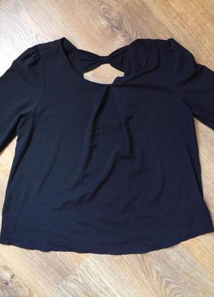 Дуже красива легенька блуза чорного кольору) з бантиком та не величким вирізом взаді)розмір s-m)