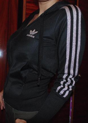 Спортивная курточка оригинал, бренд adidas.