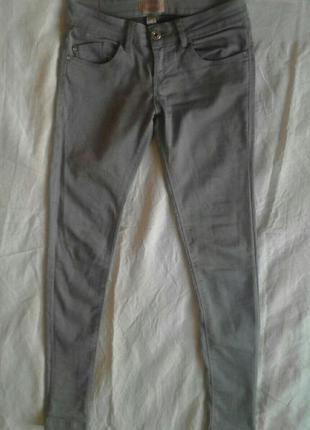 Серые скинни джинсы bershka