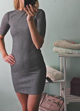 Серое платье в актуальный рубчик topshop