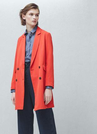 Яскраве пальто-піджак mango
