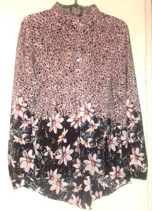 Трендовая блузка в цветах , сзади длинее