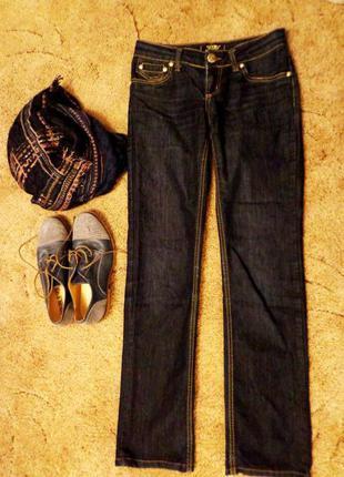 Темно синие классные классические джинсы
