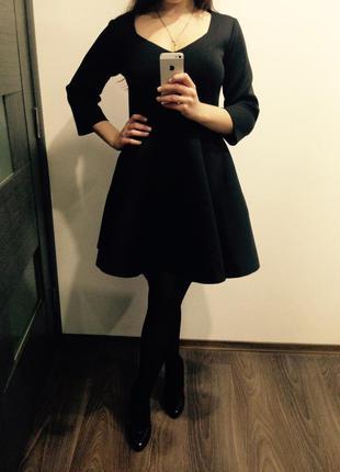 Коктейльное платье беби-долл из нэопрэна черное